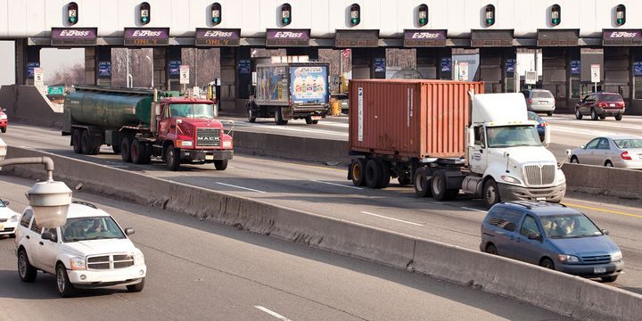 The acceleration of the transition to all-electronic tolling confronts fleets with added practical and cost considerations. - Photo:Gettyimages.com/Johnrob