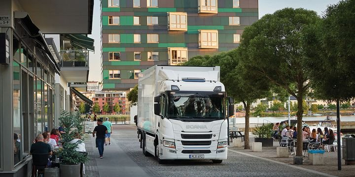 By 2030, every second vehicle sold by Scania will be powered electrically, says Traton. - Photo: Scania