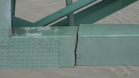 The discovery of a fracture on the support beam of the Hernando De Soto bridge has led to calls...