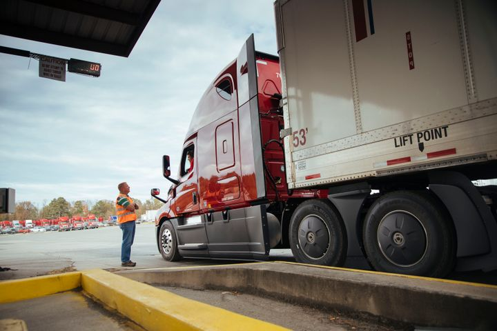 Aerodynamic features on this U.S. Xpress sleeper tractor take advantage of the benefits of smoothing airflow over the tractor-trailer at highway speeds to improve fuel economy. - Photo: U.S. Xpress