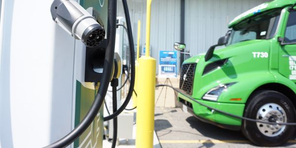 Manhattan Beer Distributors'charging unit has the ability to charge a single truck at 75 kilowatts.