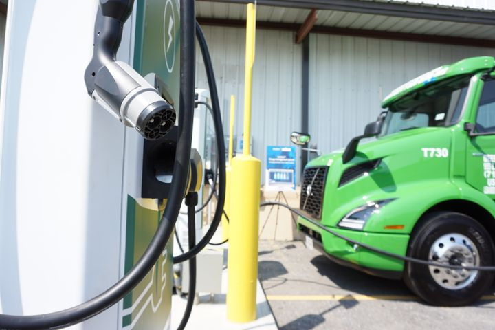 Manhattan Beer Distributors'charging unit has the ability to charge a single truck at 75 kilowatts. - Photo: Vesna Brajkovic