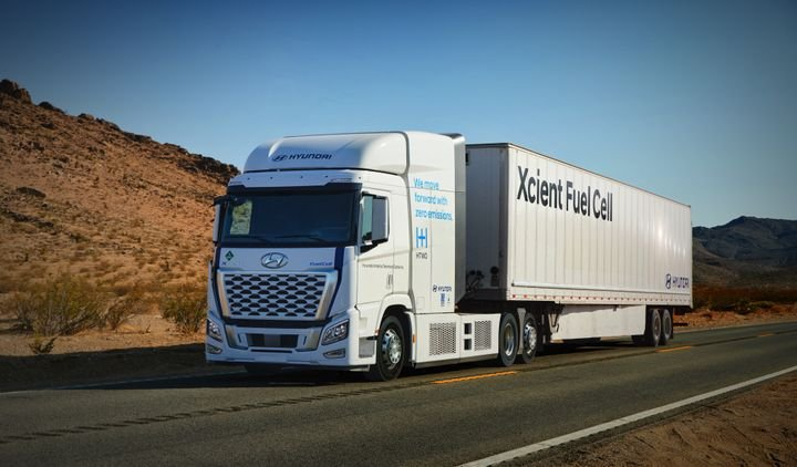 Hyundai is bringing more than 30 fuel-cell-electric trucks to California as part of two publicly funded demonstration projects. The demo trucks will be based on Hyundai's Xcient Fuel Cell truck, already in production for other markets. - Photo: Hyundai