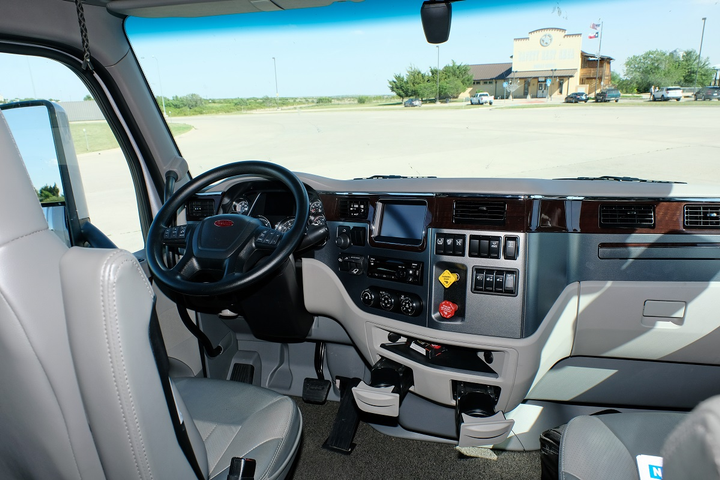 The Model 579 dash layout is attractive and functional, and there's plenty of room overhead and between the seats for even the largest drivers.  -
