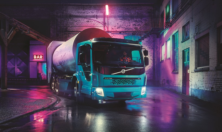 The first Volvo FE Electric, a refuse truck developed together with Europe's leading refuse collection bodybuilder, Faun, will start operating in the beginning of 2019 in Hamburg, Germany. The underlying technology will be used for a North American truck.