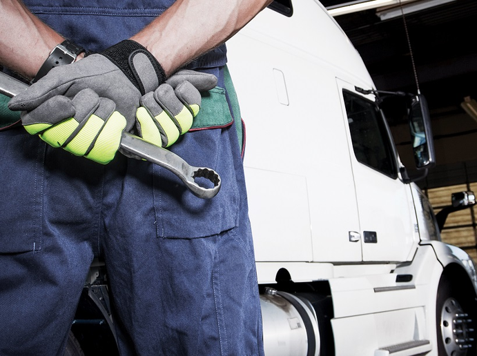 Fleets and industry groups are changing tactics to find the people they need to maintain and repair their trucks. - Photo: iStockPhoto
