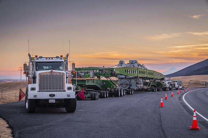 Gigantic Load Takes Three Kenworth Trucks to Haul