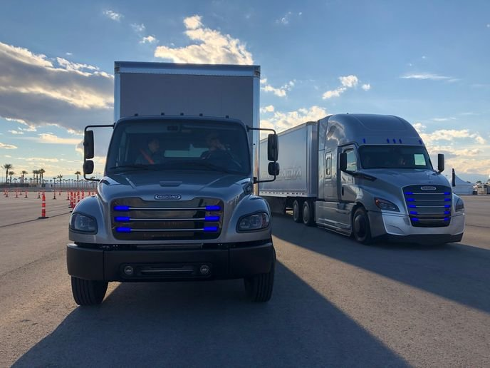 Daimler's battery-electric Innovation Fleet in California includes electric versions of the Freightliner Cascadia and M2 medium-duty truck. - Photo: Jim Park
