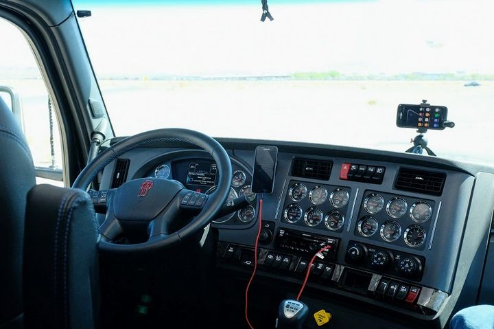 The dash and amenities are the same as we find in the T680 and T880, highlighted by blue accent stitching in the steering wheel wrap and the VIT interior trim. 