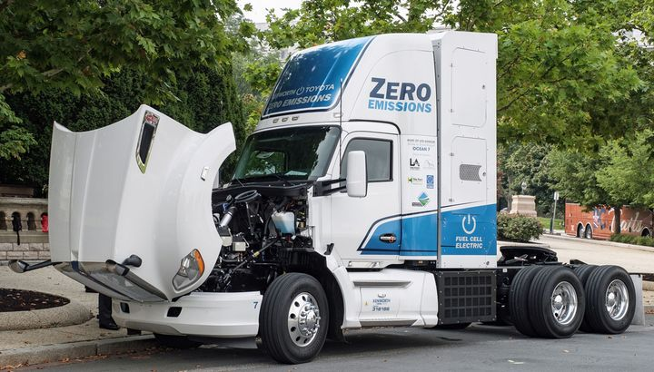 Kenworth has built 10 zero-emissions T680 fuel-cell-electric trucks under the Shore-to-Store projectled by the Port of Los Angeles. It recently took one to Washington, D.C. - Photo: Kenworth