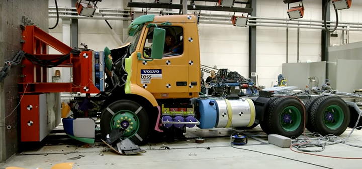 Volvo puts a truck to the test – the crash test.