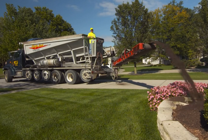 Slinger body can precisely place soil, mulch and gravel. The faster its conveyor runs, the farther the product goes.