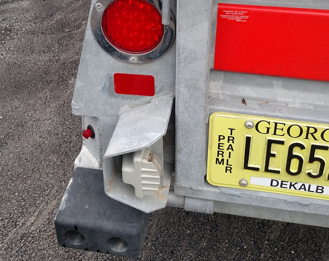 Each corner has a beefy rubber bumper, and the stalk-type license plate light is protected by a steel guard. This trailer has a Georgia plate, but you never know where a U-Haul rental will be registered.