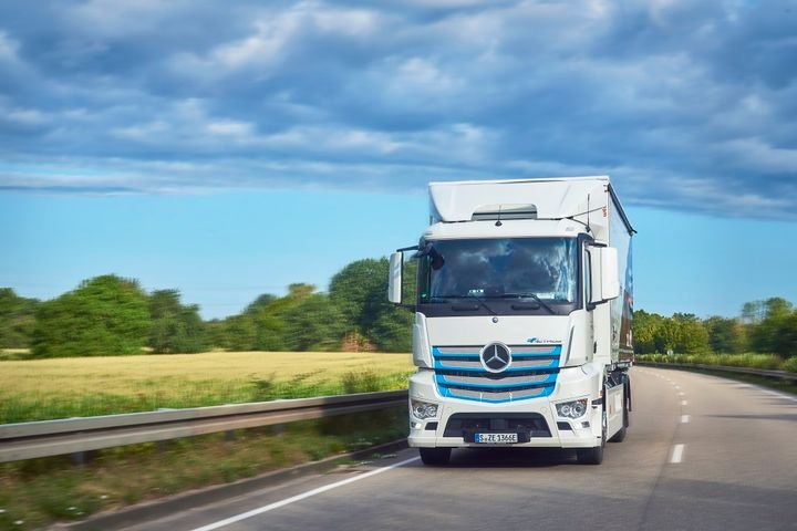 Daimler is launching an E-Mobility Ecosystem consutling business to help fleets find out if their operations would be suitable for electric trucks. - Photo: Daimler Trucks