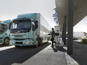 Volvo Begins Selling Electric Trucks in Europe