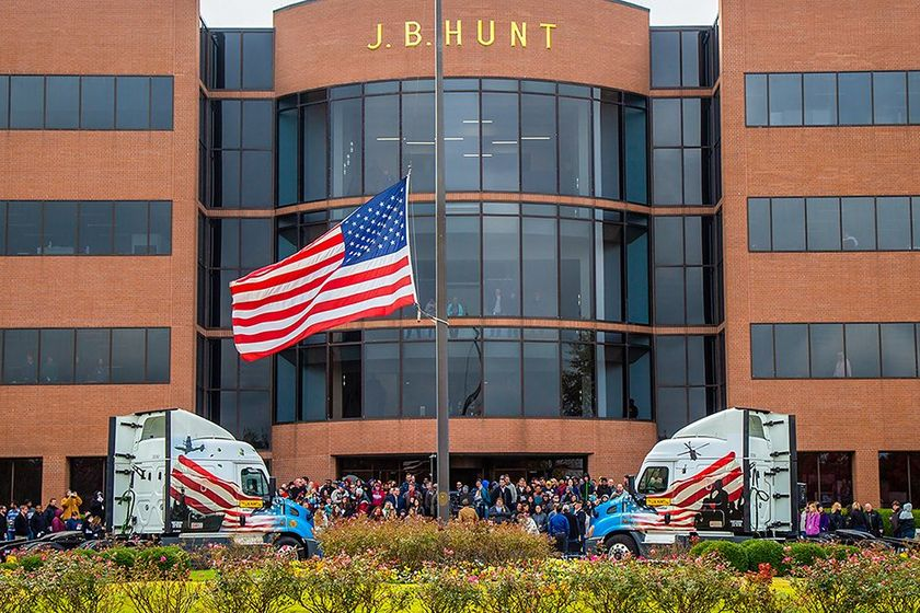 J.B. Hunt employees honor the U.S. military during ceremonies on Veterans' Day 2019.