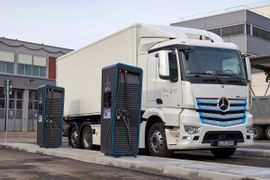 Daimler Trucks Launches Global Electric-Truck Charging Initiative