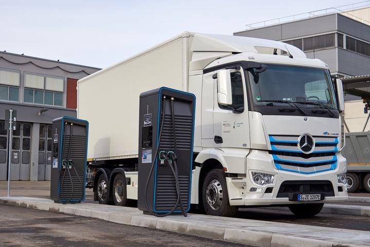 """New """"charging park"""" for electric trucks at Daimler Trucks' headquarters in Stuttgart, Germany. - Photo: Daimler Trucks"""