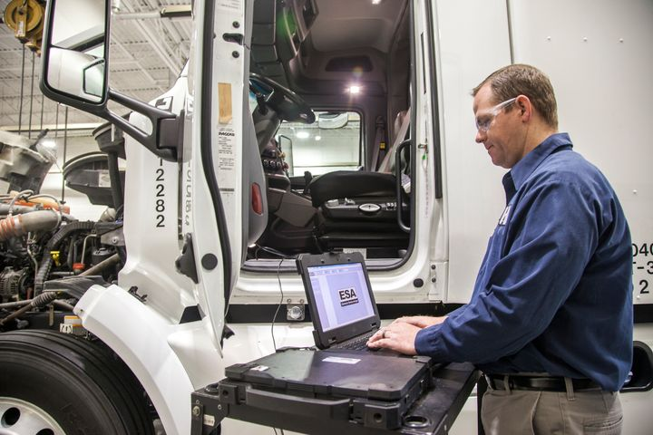 The trick to making data work for your fleet, Rob Bradenham, senior vice president, commercial vehicles, Decisiv, told attendees at Heavy Duty Aftermarket in Grapevine, Texas, is to turn intelligence into action items. - Photo: PacLease