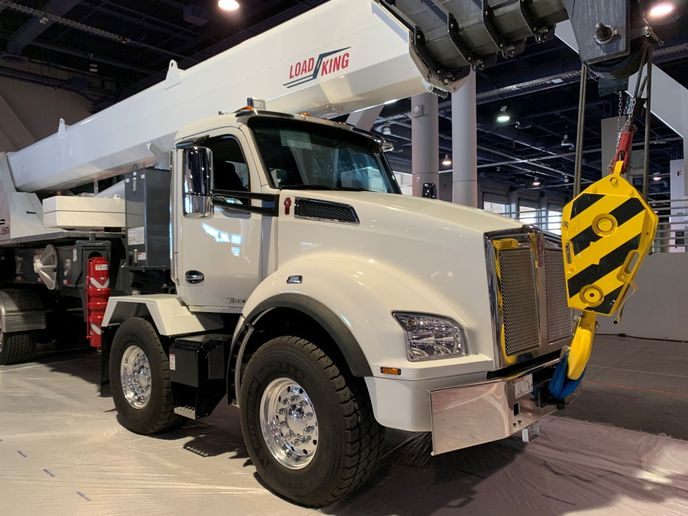 Kenworth unveiled a twin steer configuration for its Kenworth T880 at ConExpo-Con/Agg 2020 in Las Vegas. - Photo: Kenworth