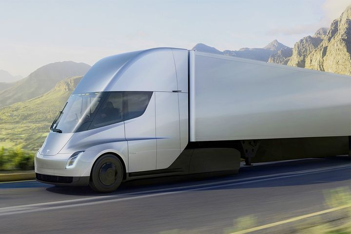 Interested fleets will now have to wait until 2021 to get their hands on the electric Tesla Semi. - Photo: Tesla