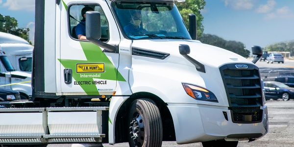 J.B. Hunt Makes First All-Electric Delivery with eCascadia