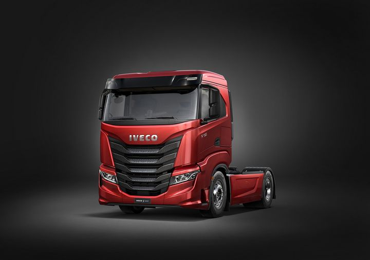 The low-roof single bunk model would be a more practical truck for urban and metro deliveries. Nikola hasn't said positively one way or another which version of the S-Way-modeled Tre we will see first in North America. 
