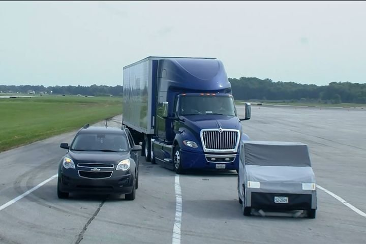 Multi-lane autonomous emergency braking, another new feature highlighted during the event, assists drivers in situation where there is a car in the lane after the truck swerves to miss a vehicle in their lane. - Image: screenshot via live Bendix demo