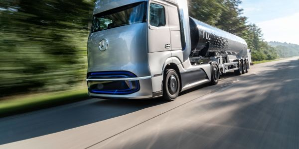 Daimler Trucks plans to begin customer trials of the GenH2 hydrogen fuel-cell truck in 2023.