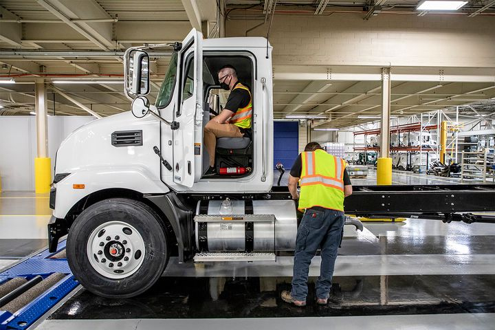 Final-stage production includes performance validation with brake and dyno tests, vehicle alignment as well as engine and chassis calibration checks. - Photo: Mack Trucks