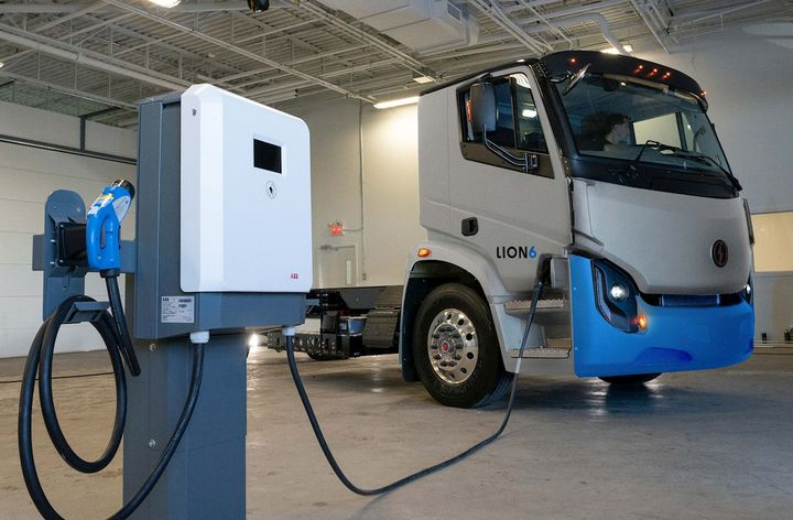 ABB's complete charging equipment product line will be sold under Lion Energy, the heavy-duty vehicle manufacturer's end-to-end infrastructure division. - Photo: The Lion Electric Co. and ABB