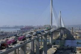 Clean Truck Procession Opens New Port of Long Beach Bridge