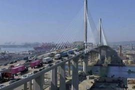 清洁卡车车队开启长滩大桥新港