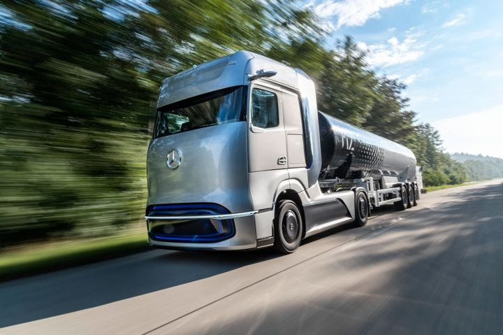 The Mercedes-Benz GenH2 Truck is a concept for a fuel cell powered long-haul vehicle. - Photo: Daimler Trucks