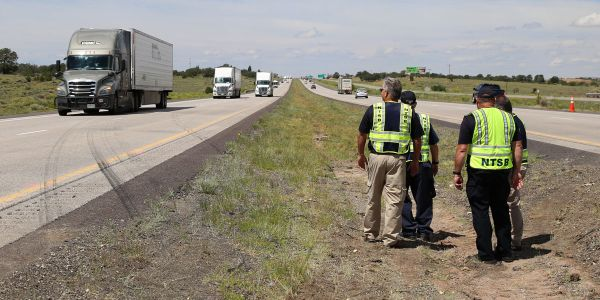 How does the National Transportation Safety Board decide which crashes to investigate?
