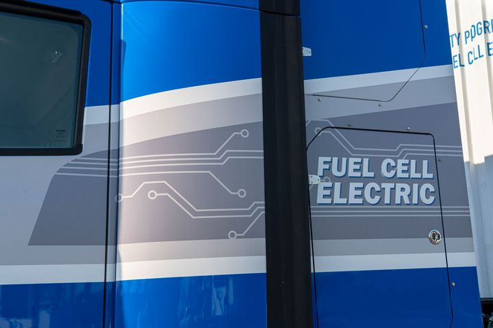 The second-generation fuel cell system delivers over 300 miles of range at a full load weight of 80,000 lbs. - Photo: Toyota