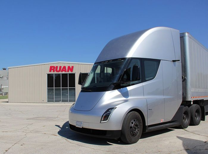 Tesla CEO Elon Musk said the company's Semi truck will enter production later this year, once battery production issues are resolved. - Photo: Tesla