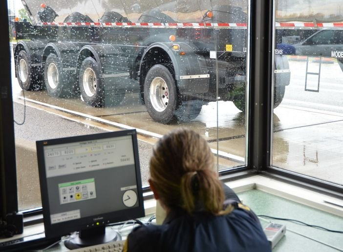 Canadian enforcement officials will be trained on the new ELD rules beginning this spring. Canada doesn't have the DataQ option to question incorrect citations. Carriers will have to go to court in most of Canada to sort out disputes. - Photo: Jim Park