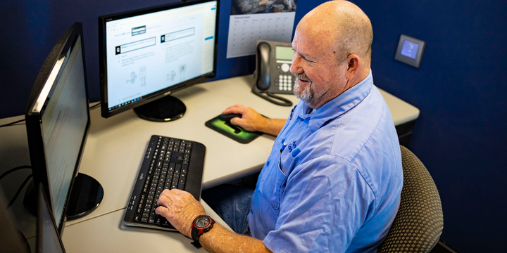 JPro TaaS customers call into a dedicated number when they get stuck on a difficult diagnosis or repair job and an experienced technician helps them solve the problem. - Photo: Noregon