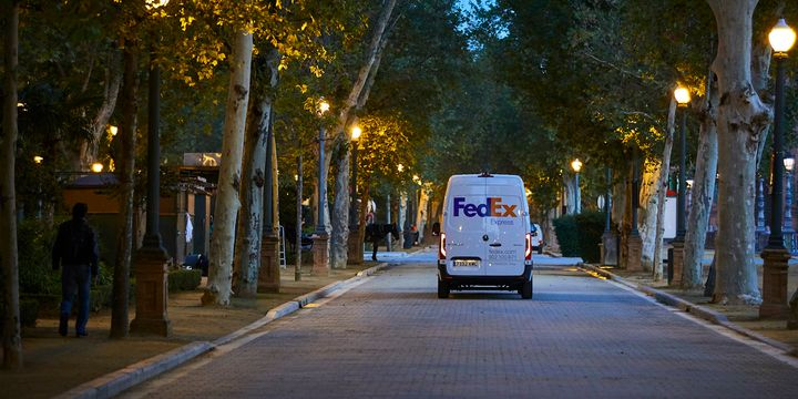 By 2025, 50% of FedEx Express global pickup and delivery vehicle purchases will be electric, rising to 100% of all purchases by 2030. - Photo: FedEx