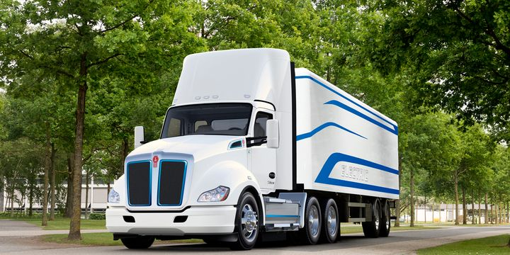 Qualifying California purchasers of Kenworth's T680Equalify for a $120,000 voucher incentive fromthe California Air Resources Board. - Photo: Kenworth