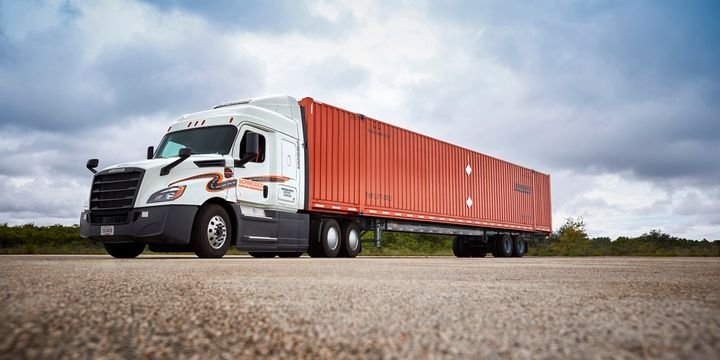 Schneider had committed to doubling the size of its intermodal operation by 2030, thus reducing carbon emissions by an additional 700 million pounds per year. - Photo:Schneider