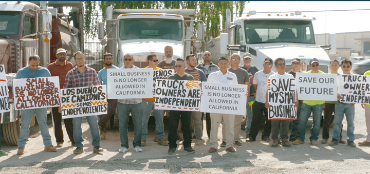 A 2019 protest against the then-new AB5 law in California, which severely restricts the use of independent contractors. - Photo: California Trucking Association