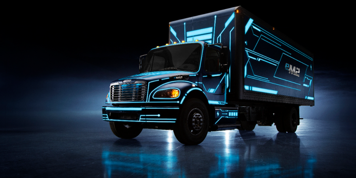 The Freightliner medium-duty eM2 has a maximum range of 230 miles on a full charge. - Photo: DTNA