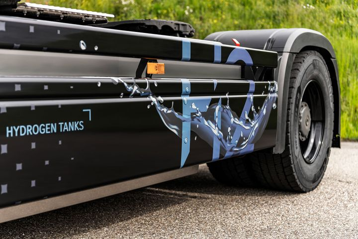 Daimler Trucks is developing tanks for liquid hyrogen, but for now they are using gaseous H2. - Photo: Daimler Trucks