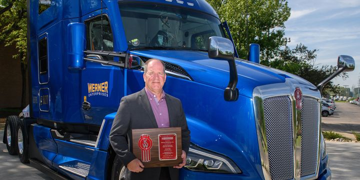 Kenworth general manager and Paccar vice president Kevin Baney presenteda plaque signifying the delivery of the first production T680 Next Gento Werner Enterprises. - Photo: Kenworth