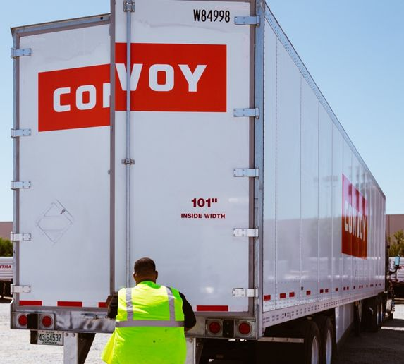 Carriers in Convoy's digital freight network will have access to more loads under the new partnership with Flexport. - Photo: Convoy