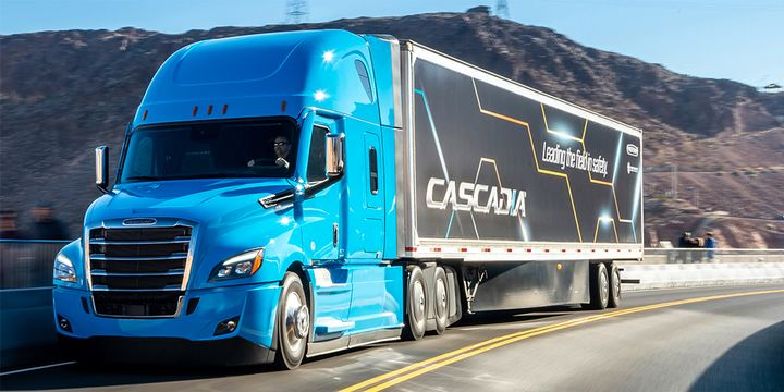 The halogen headlight bulb of certain 2017-2022 Freightliner Cascadia may dislodge during replacement and contact other vehicle components, possibly causing them to melt and increase the risk of fire. - Photo: Freightliner
