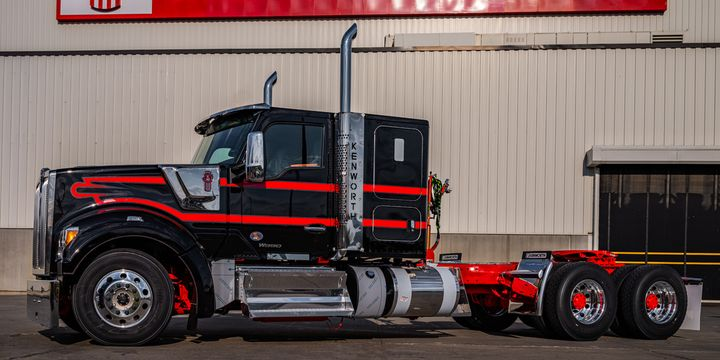 Kenworth's new 52-inch flat roof sleeper is available for the Kenworth T680, T880 and W990 models. - Photo: Kenworht