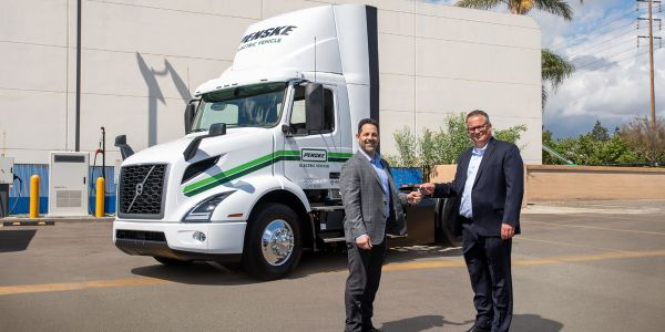 Penske Truck Leasing took delivery of two VNR Electrics from Volvo Trucks North America.